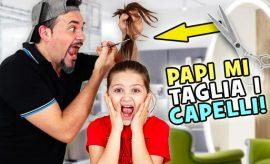 Papi taglia i capelli a Marta